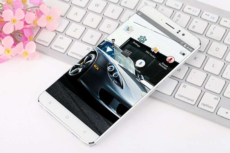 Стильный телефон, экран 5,5