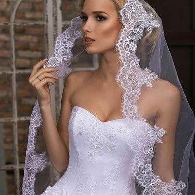 Свадебная фата для невесты с кружевом