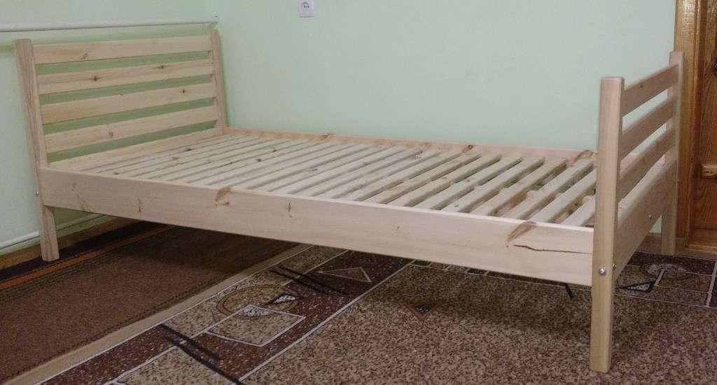 Дерев'яне ліжко Без викрутасів два бильця