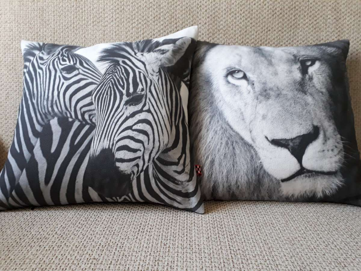 Подушки handmade Сафари львы, зебры