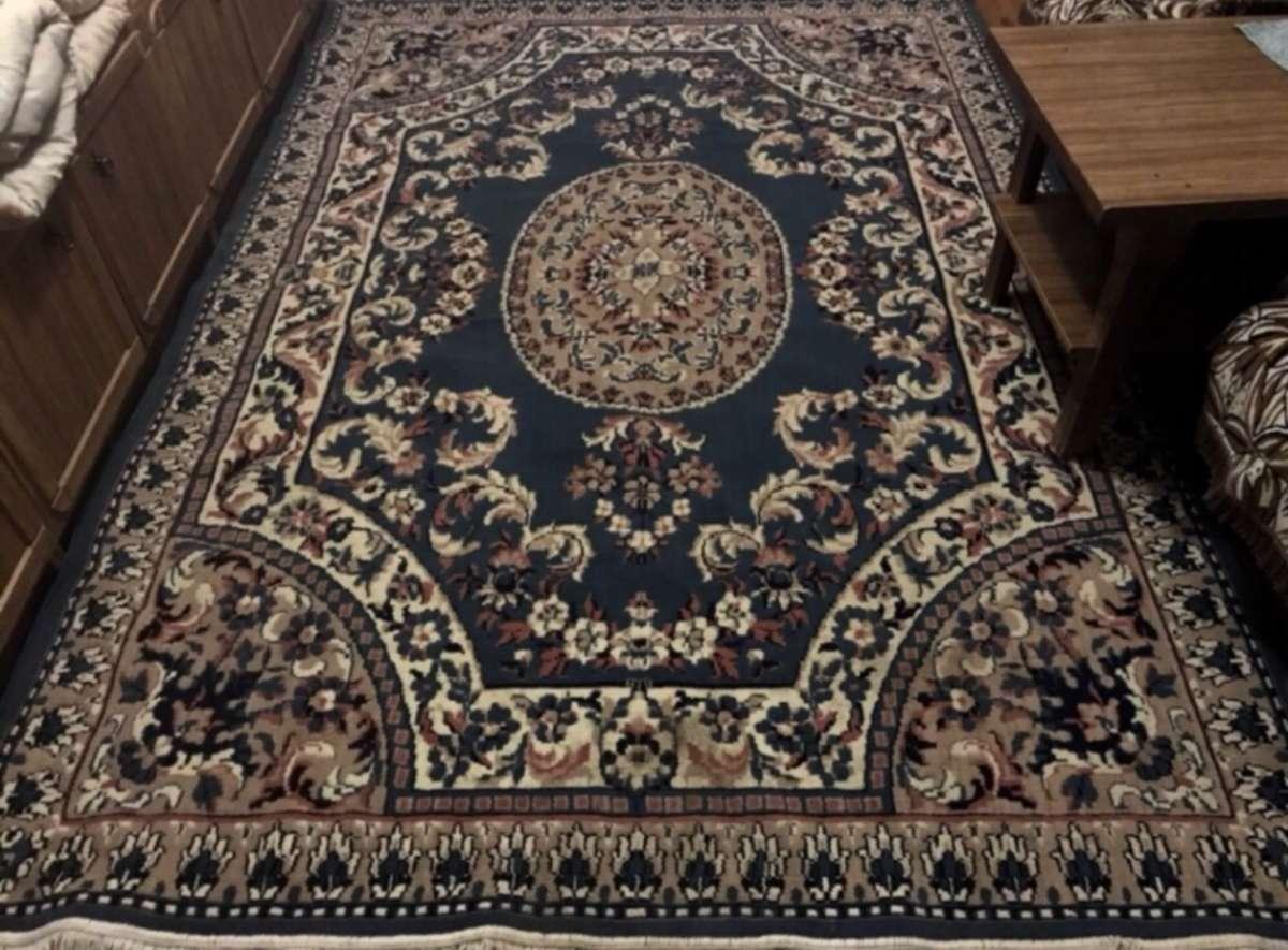Продам шикарный ковёр 2х3. Идеальное состояние.