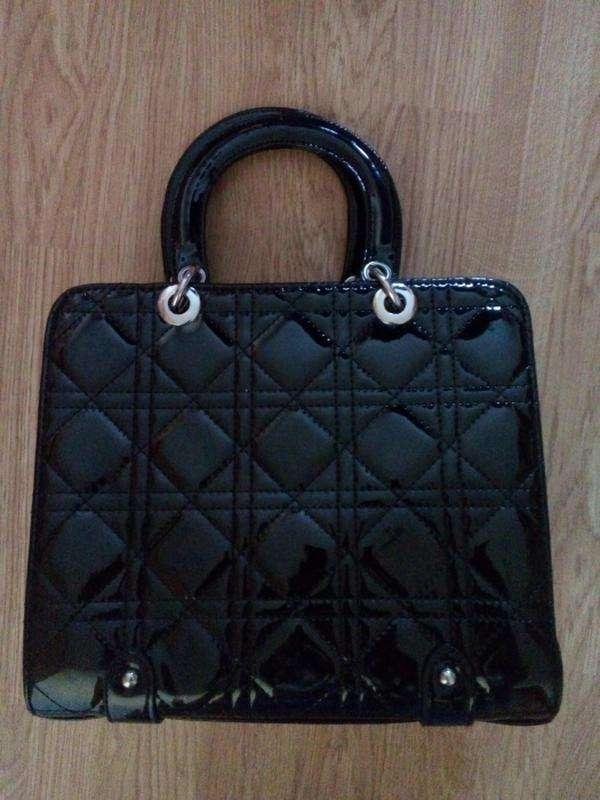 9a5213bf8656 ... Мода и стиль Винница · Аксессуары Винница. Следующее. Черная лаковая  сумка