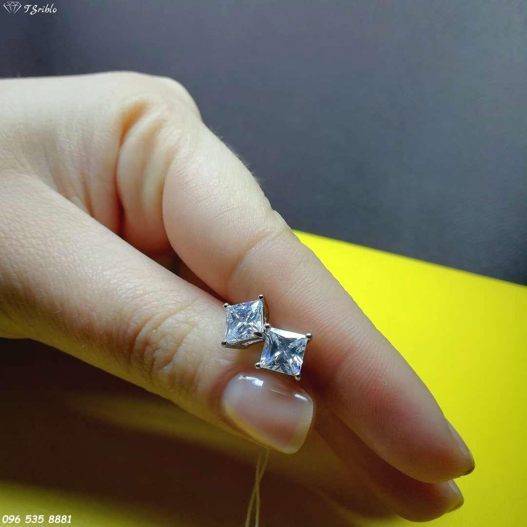Серебряные серьги-пусеты с фианитами