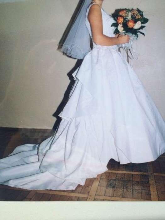 Свадебное платье. Белое. Расшитое вручную бисером. 46-48 р.