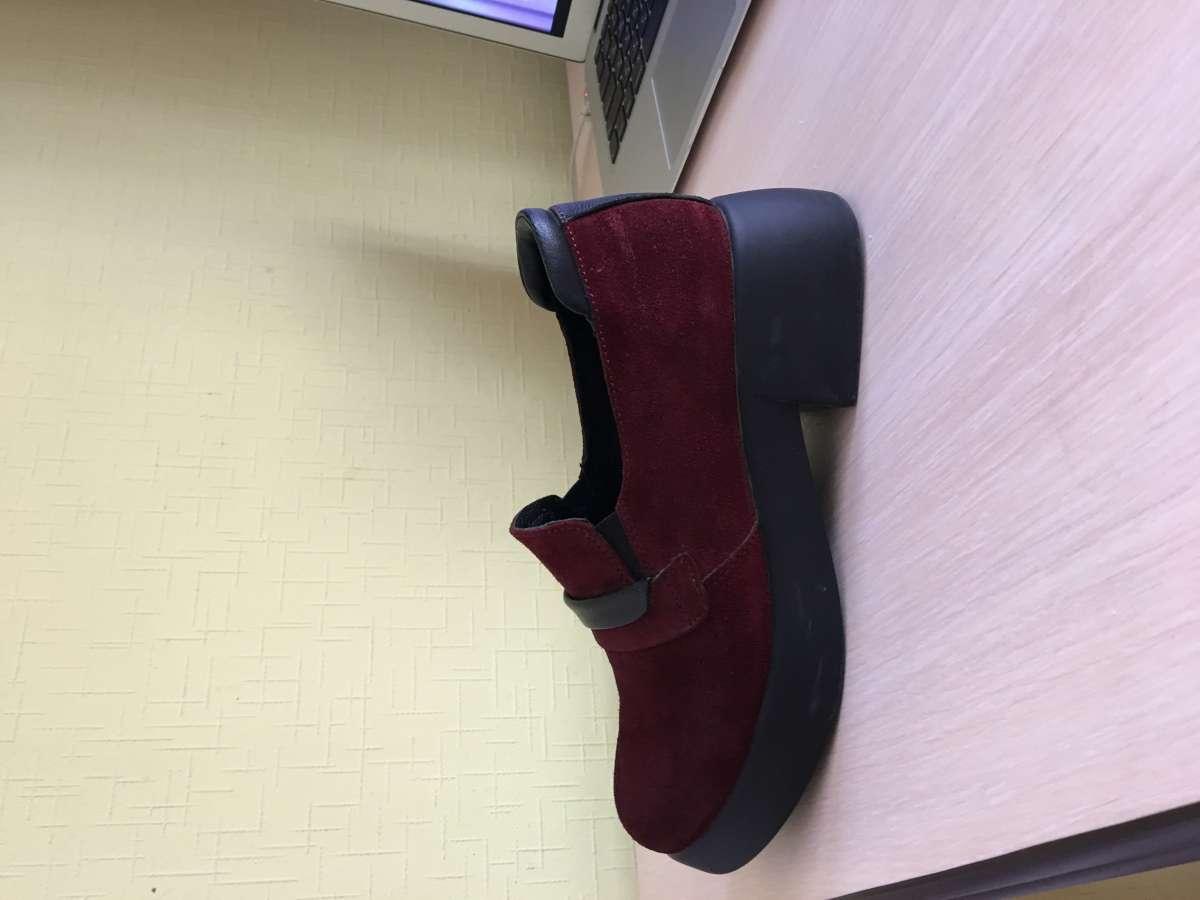 Туфли бордового цвета , замша