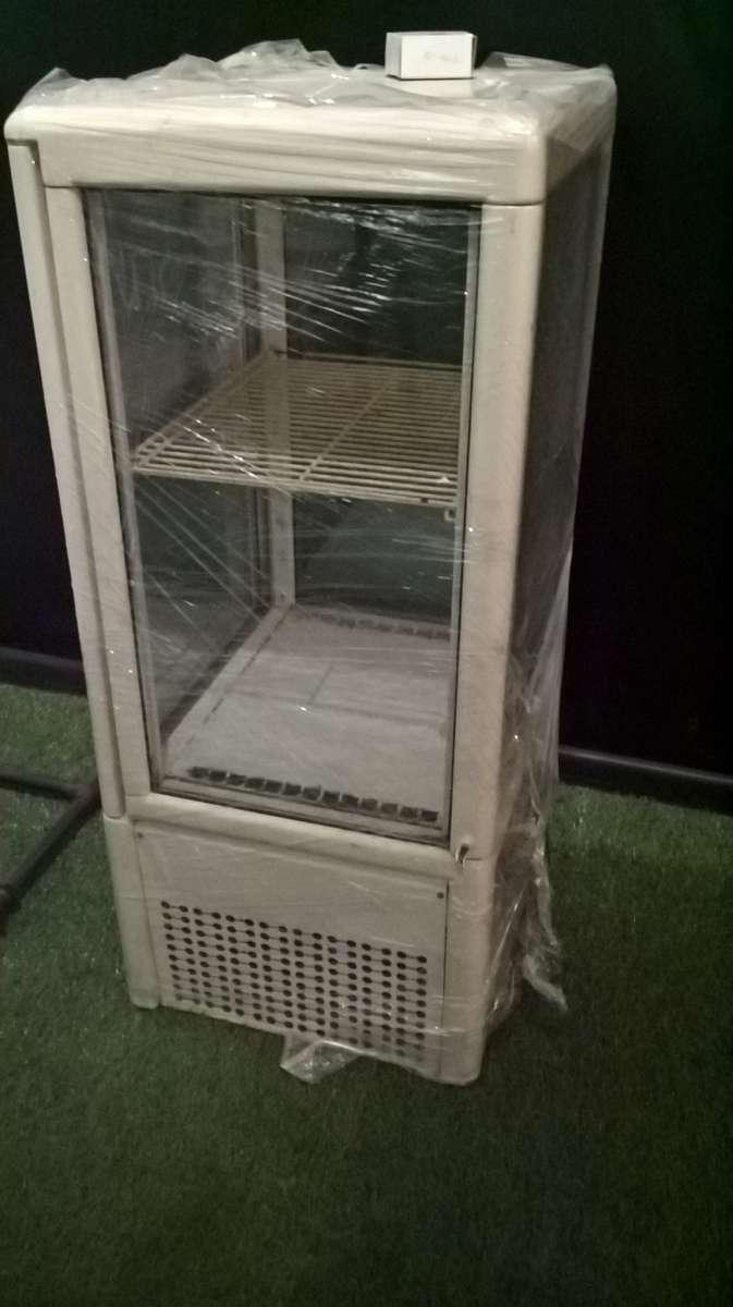 Продается холодильная витрина