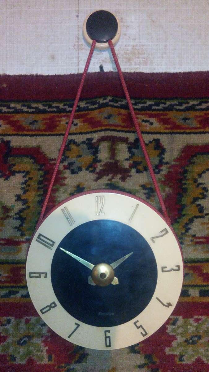 Редкие Часы настенные советские