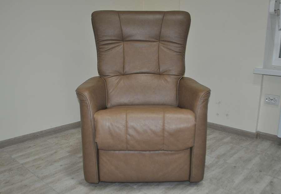 Продам кожаное кресло, реклайнер с электроприводом! Из Германии!
