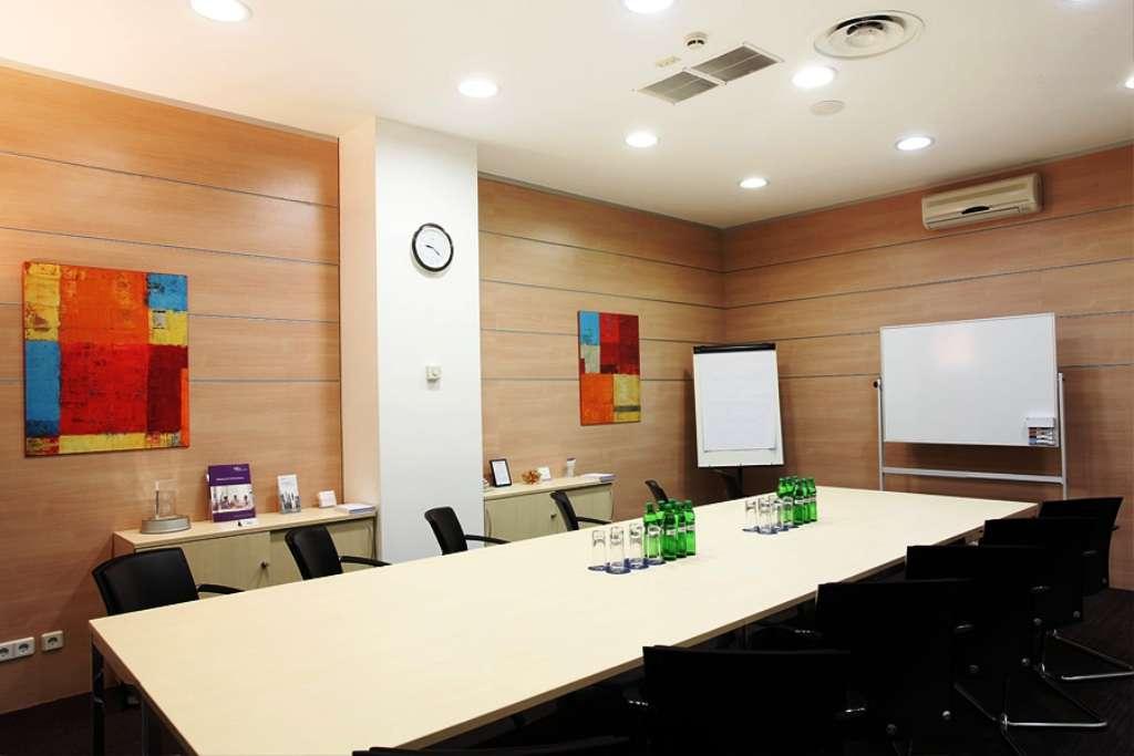 Без комиссии! Офис 35 м2 в БЦ Горизон Парк на 3-4 человека с мебелью