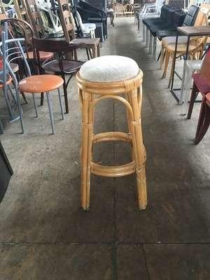 Продам круглый табурет б/у из бамбука с мягким сидением для кафе, бара