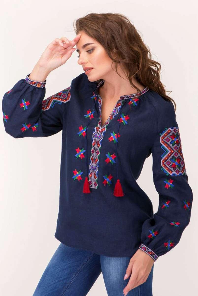 Вишиванка жіноча з дизайнерською вишивкою