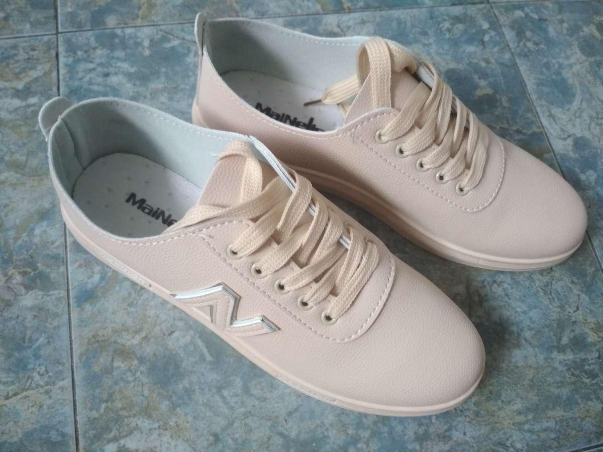 Продам женские кросовки