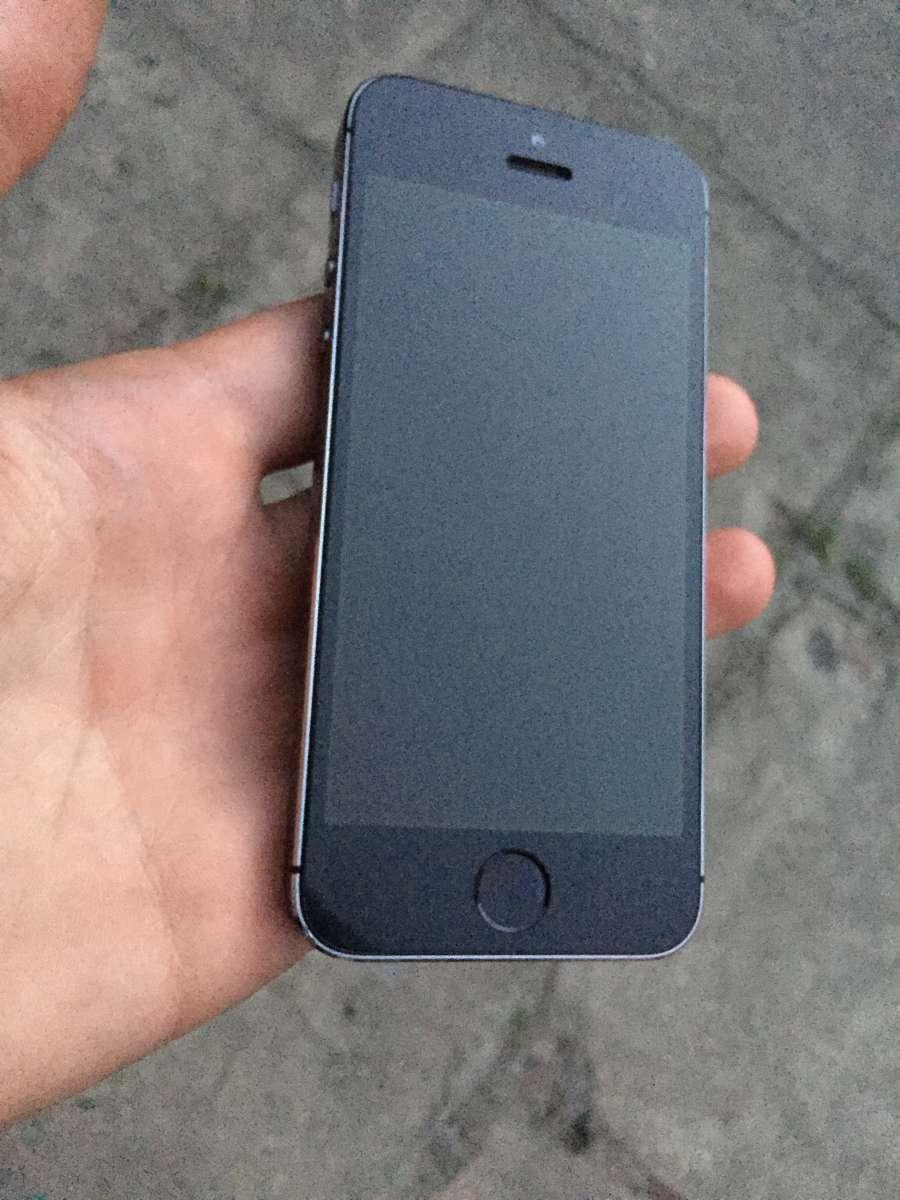 Продам срочно IPhone 5s 16 gb space gray