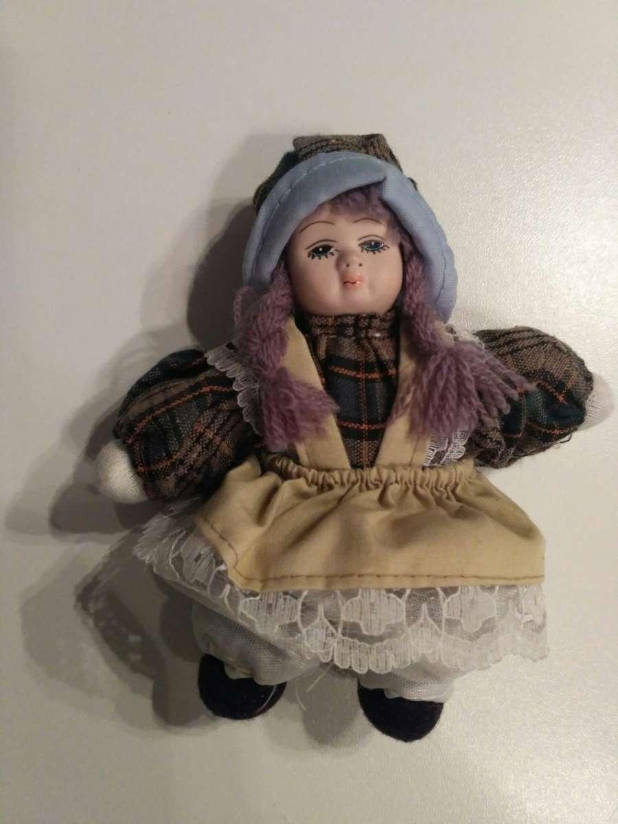 Коллекционная фарфоровая куколка