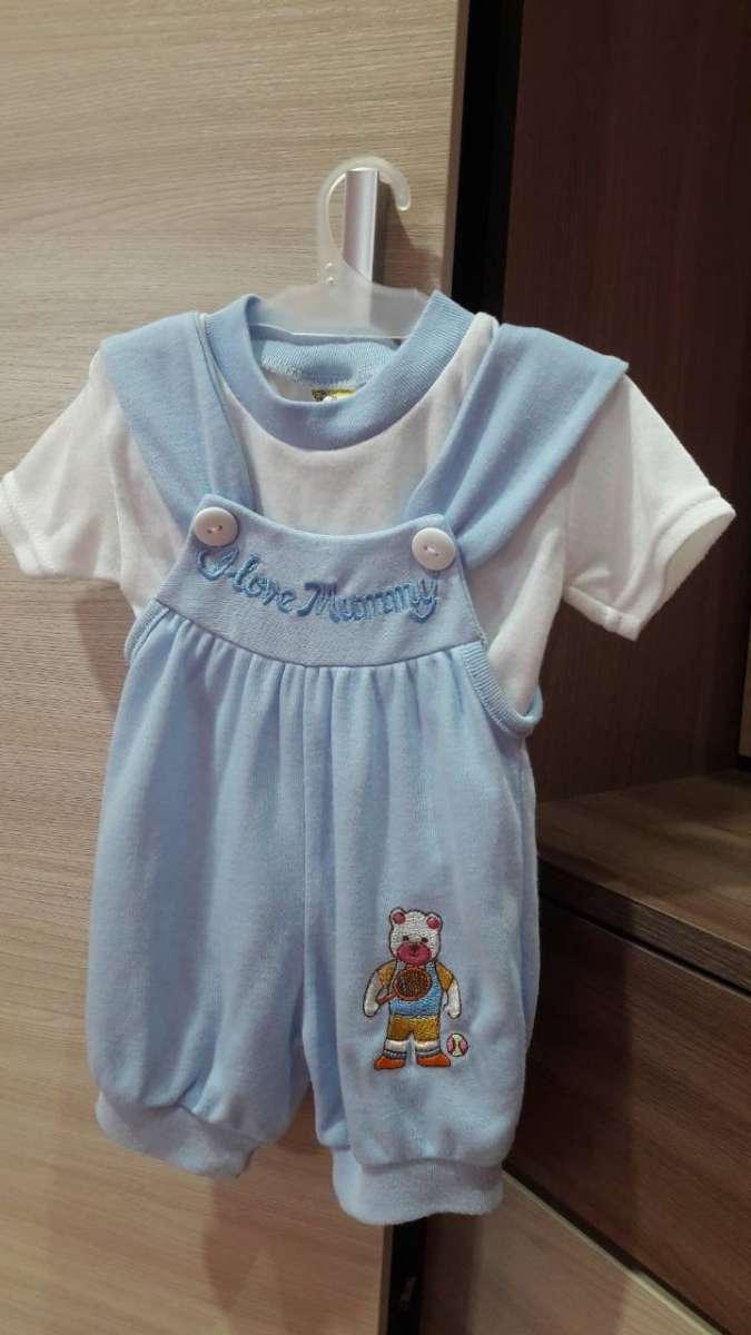 Комплект для малыша штанишки и футболка.