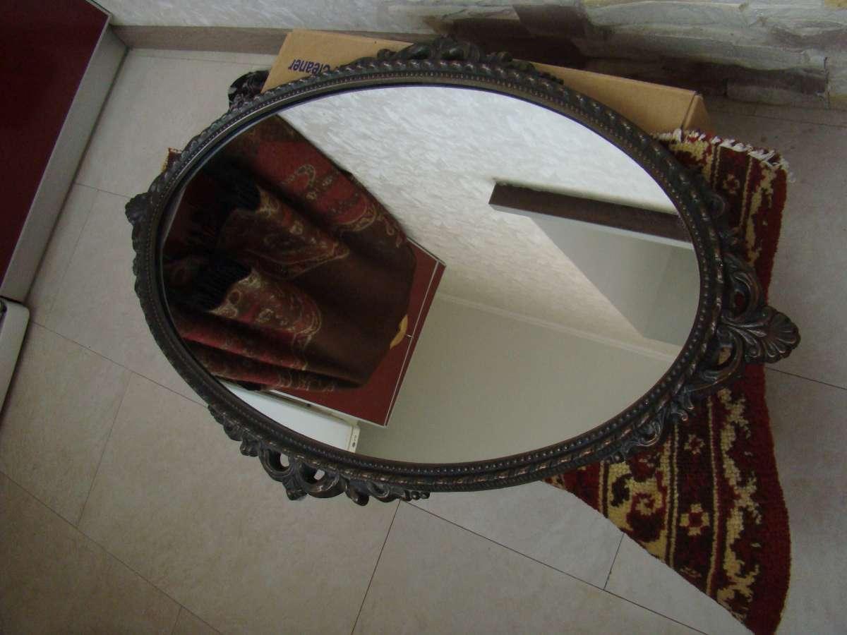 Зеркало в ажурной литой раме, подсвечник в том же стиле в подарок