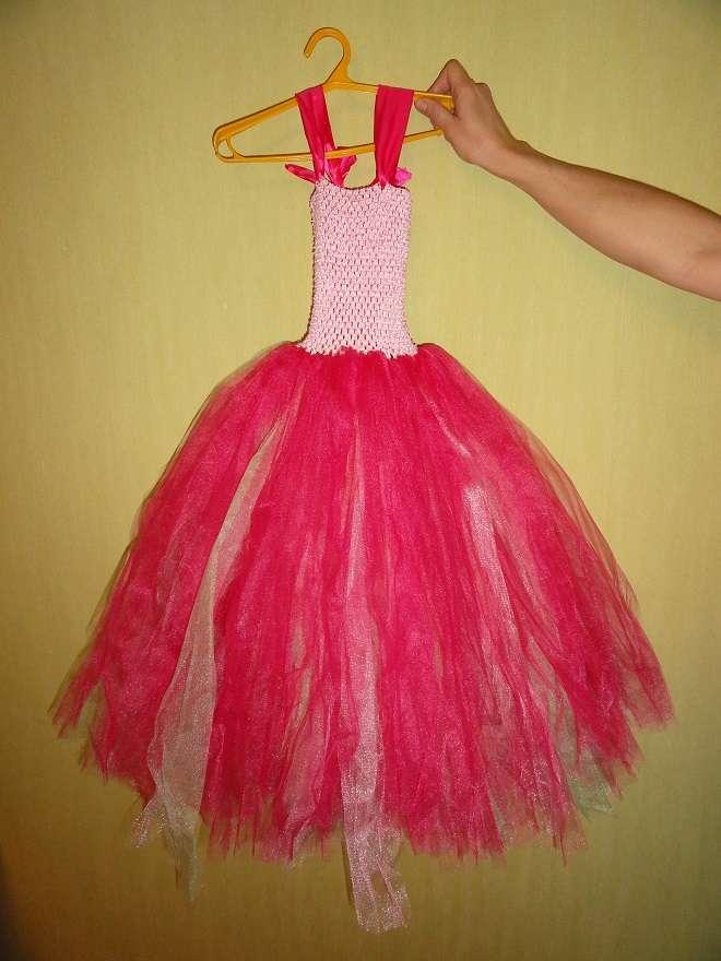 Платье на выпуск на 5-7 лет. Новое, веночек на голову