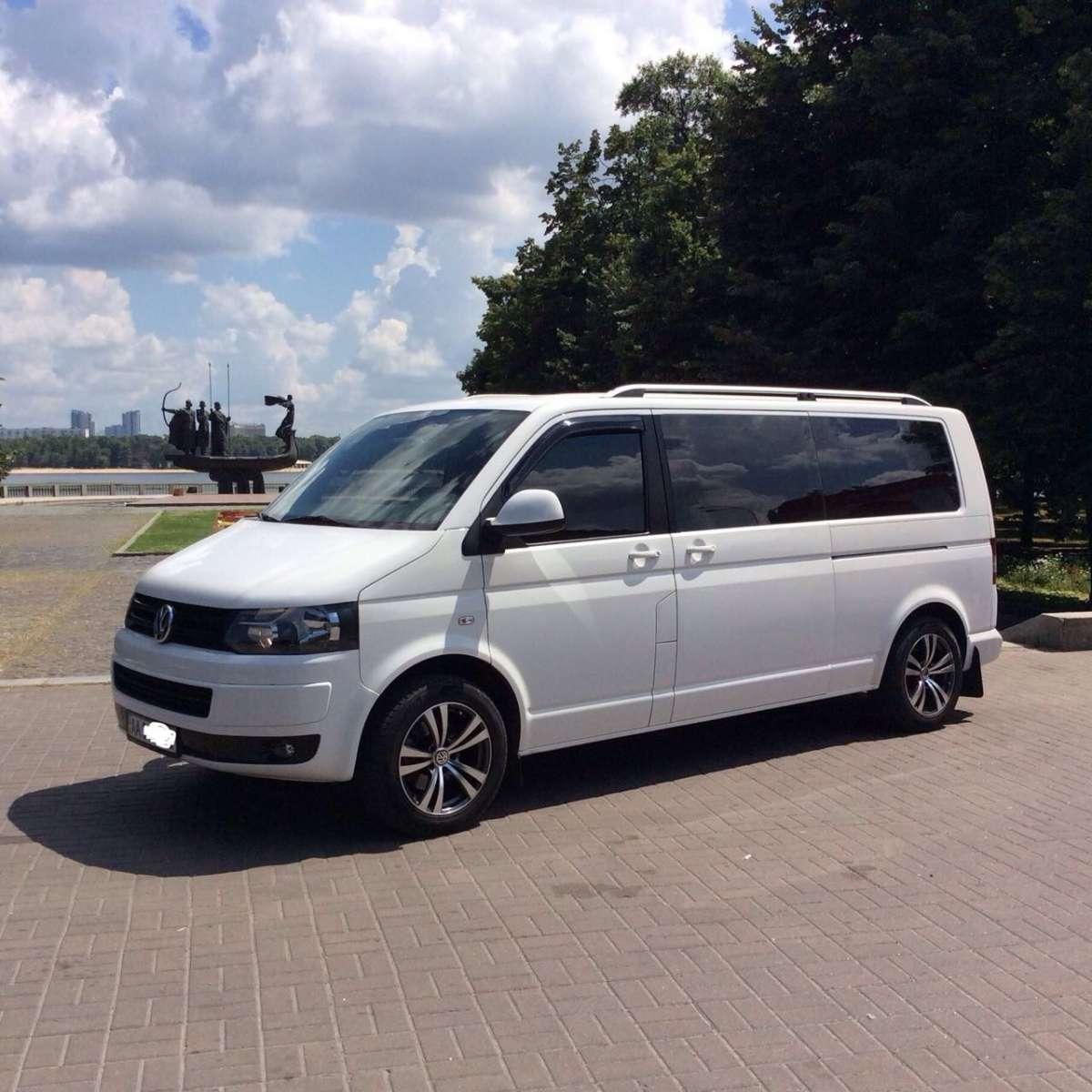 Белоснежный микроавтобус на свадьбу