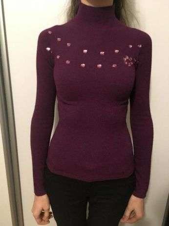 Светр жіночий, бурякового кольору; свитер