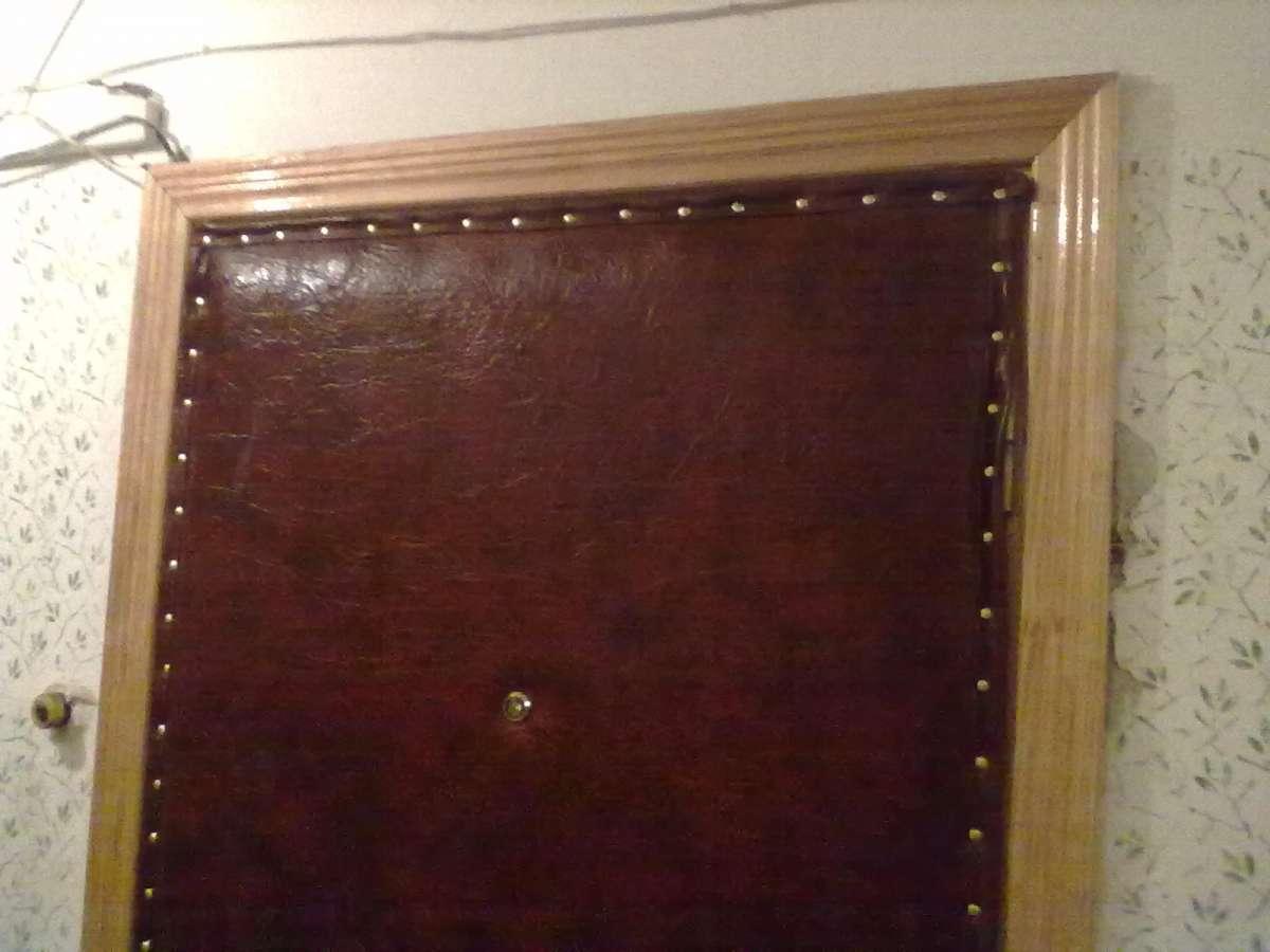Перетяжка дверей кожзаменителем