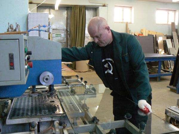 На фабрику в Чехии нужны щлифовальщики стекла