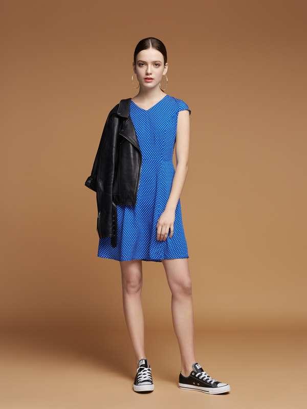 7f1153f941c6bee Плаття синє в горошок. 1 050 грн