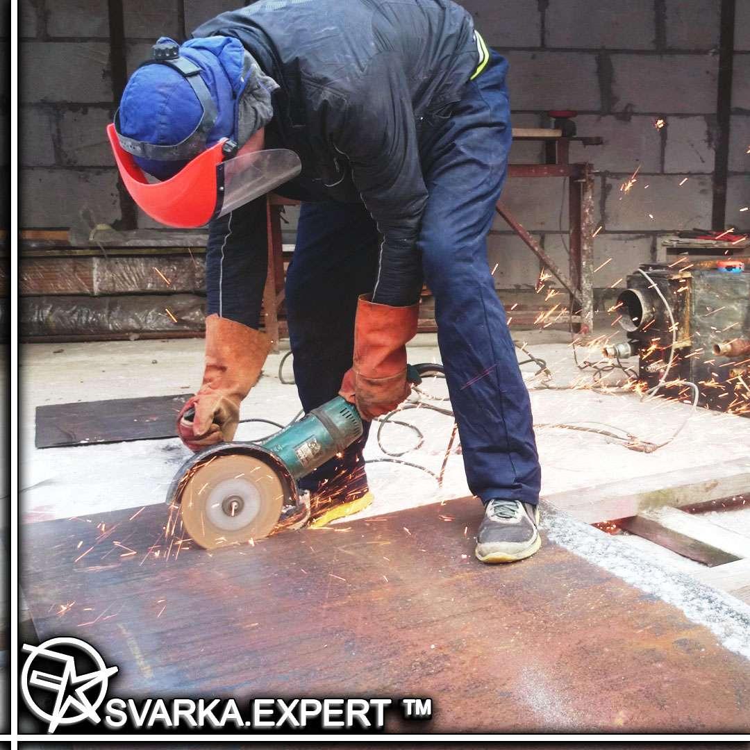 Требуется слесарь – сборщик в сварочный цех в г. Киев.