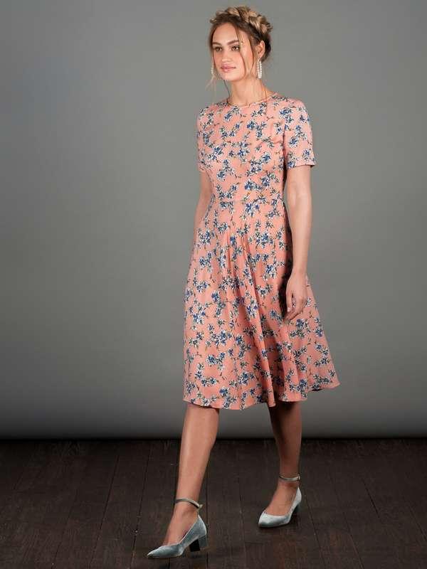 Плаття рожеве з квітами