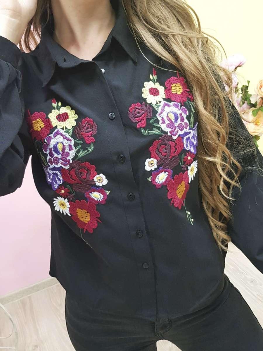 Блуза черная с вышивкой