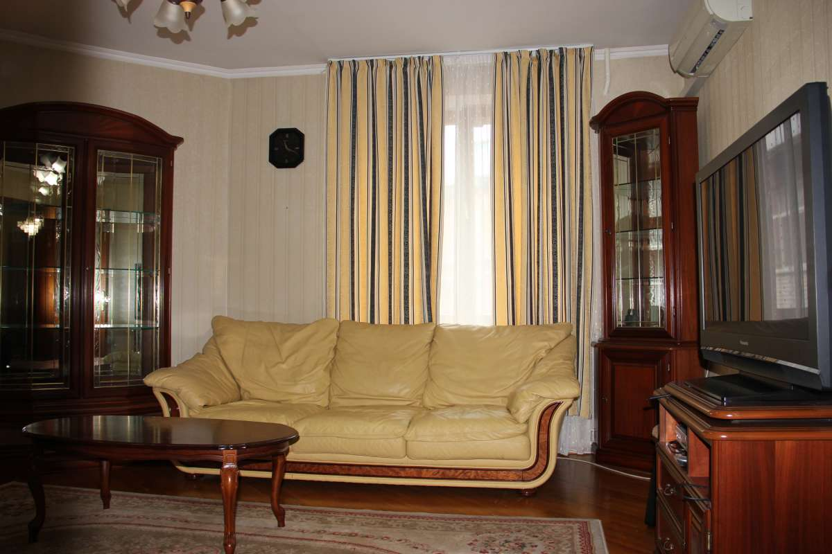 Отличная квартира в самом сердце Киева ул.Владимирская 45
