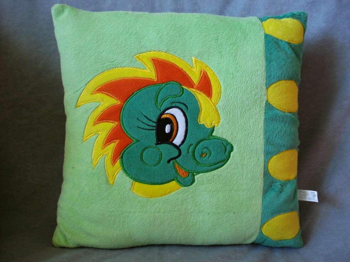 Декоративная подушка Дракончик