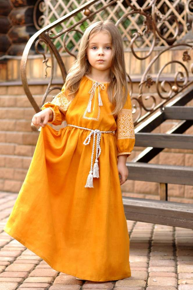 Яскрава дитяча сукня з натуральної тканини