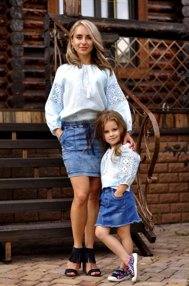 Комплект вишитих блуз для мами і доньки з найтоншого льону з ніжною ви 04ed44ca00e44