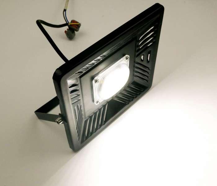 Светодиодные светильники прожекторы фонари, можно с установкой
