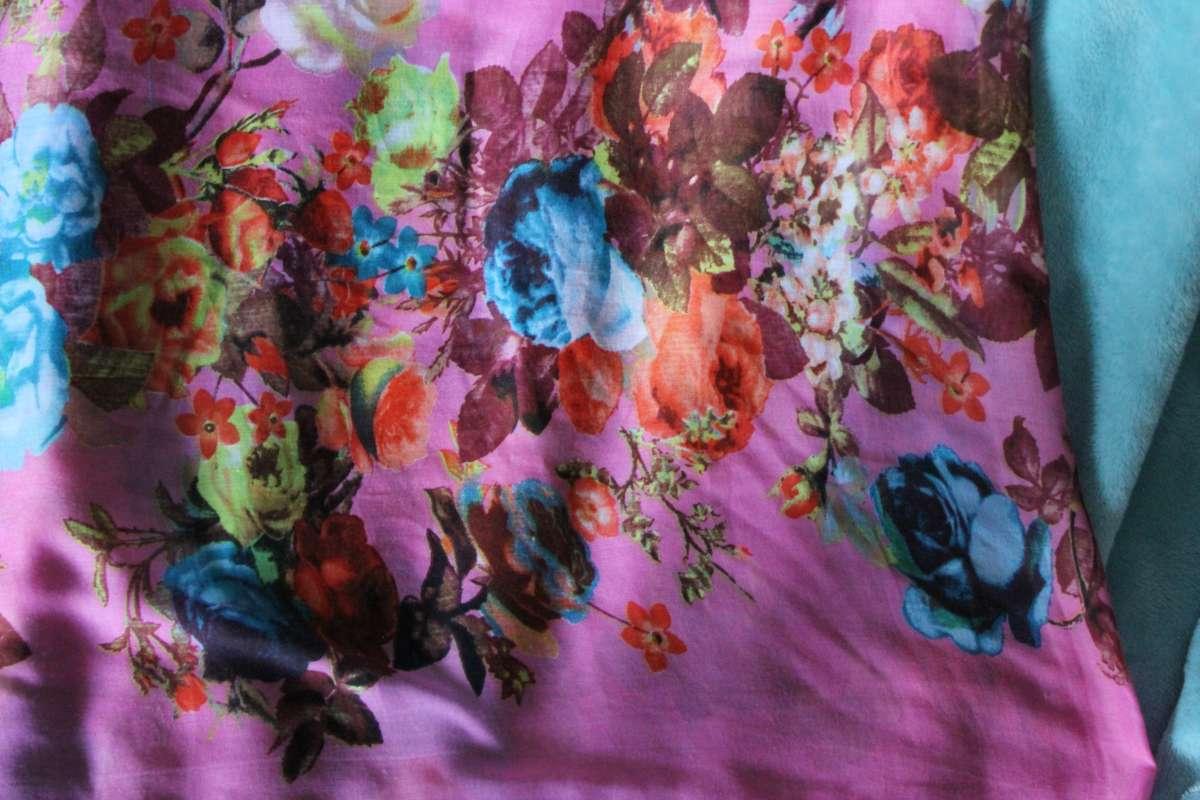 Малиновий шалик / шарфик із блакитними трояндами