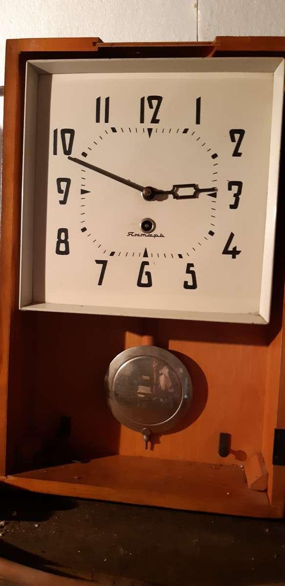 Часы Янтарь настенные СССР 1975г