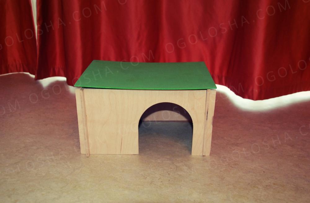 Деревянный домик для кролика и средних грызунов