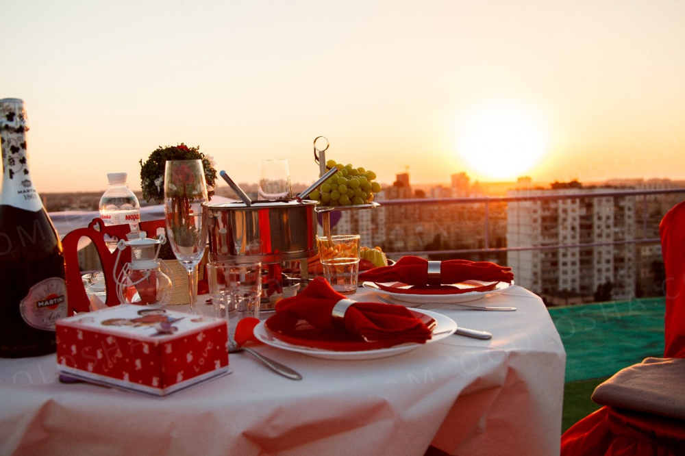 Романтическое свидание на крыше в Киеве