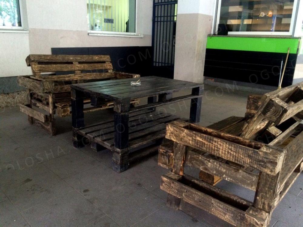 Садовая мебель из поддонов для кафе террасы