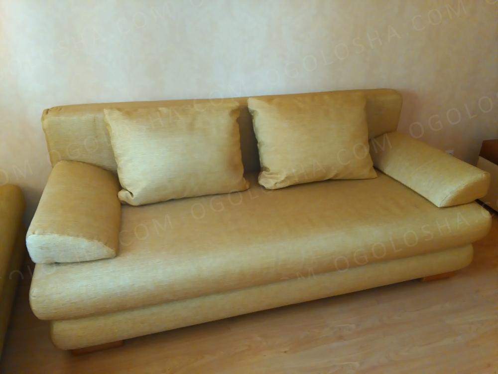 Мягкая мебель для гостиной (два дивана)
