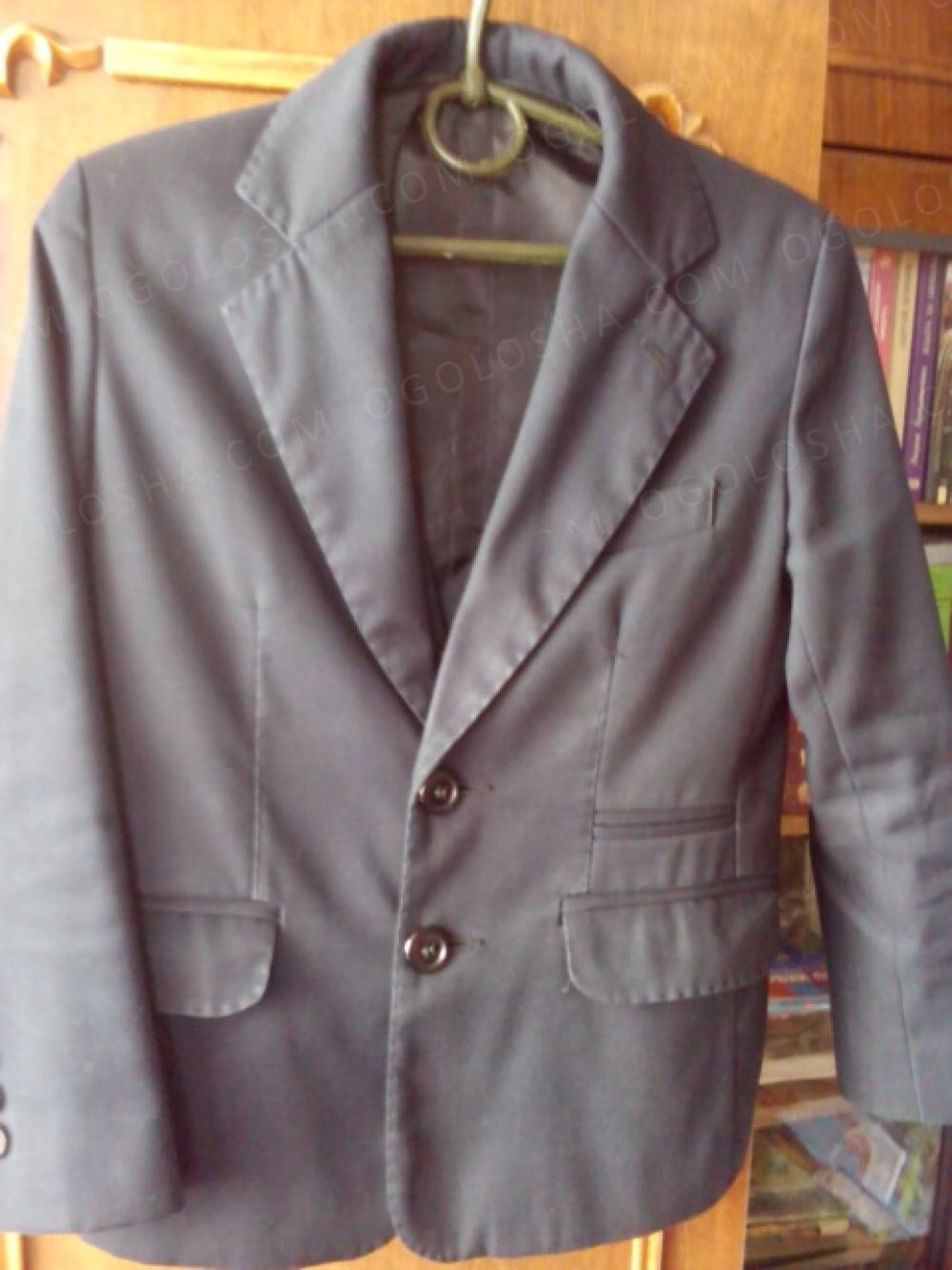 Продом школьный пиджак с жилеткой р 30