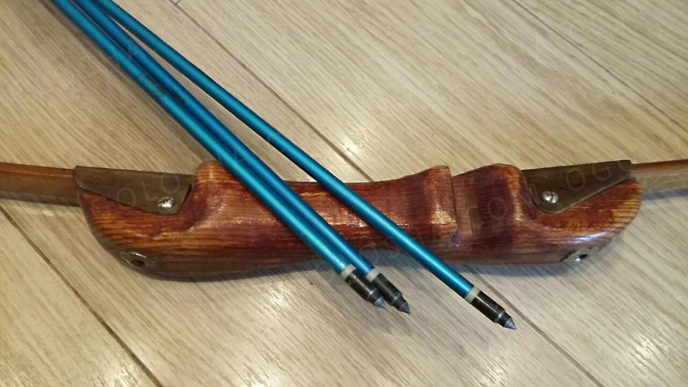 Спортивный лук и стрелы