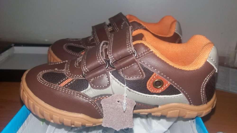 Продам новые фирменные кроссовки туфли. размер 28