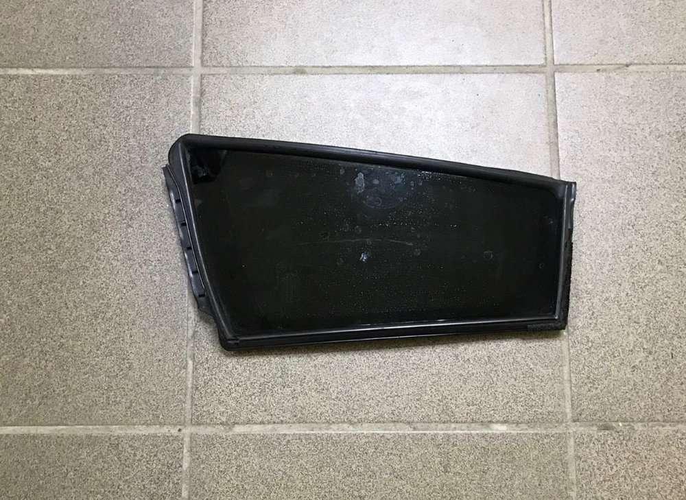Стекло двери треугольник зад лев Nissan Leaf 11-17