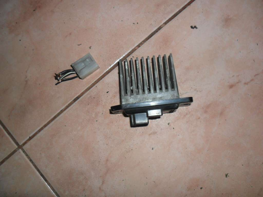 Резистор печки Мицубиси Карисма, Mitsubishi Carisma MR315051, оригинал
