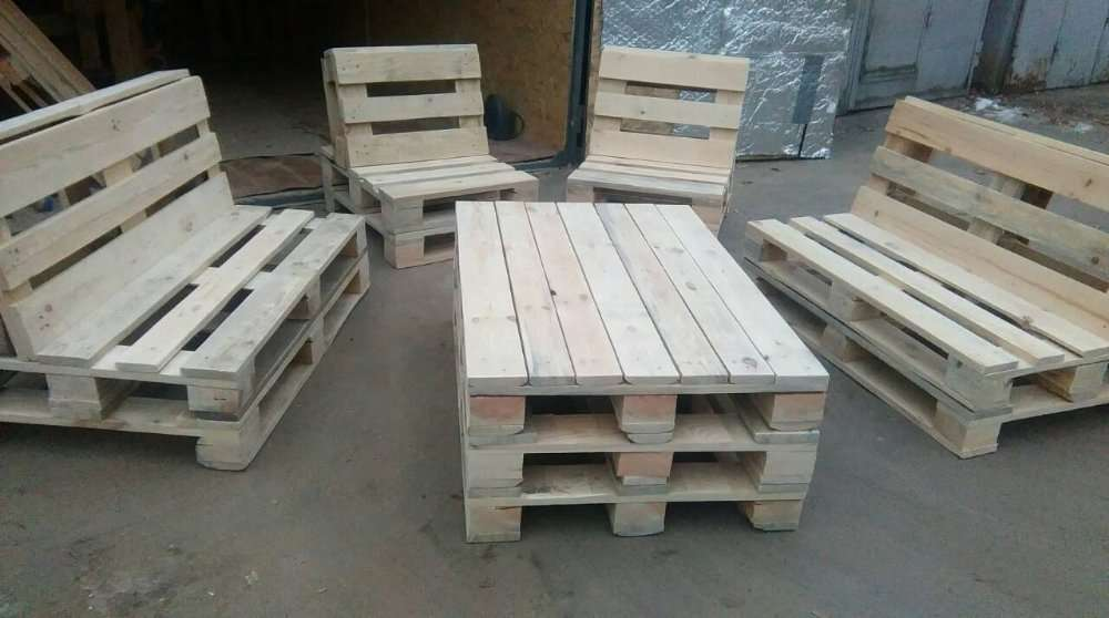 Мебель с поддонов диван стол