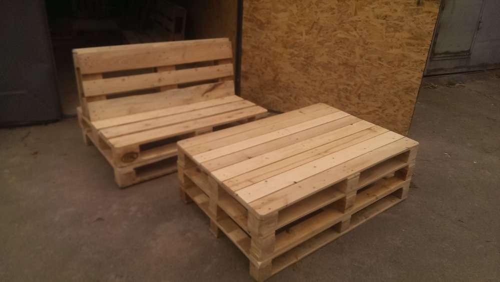 мебель с поддонов лавки и столики.
