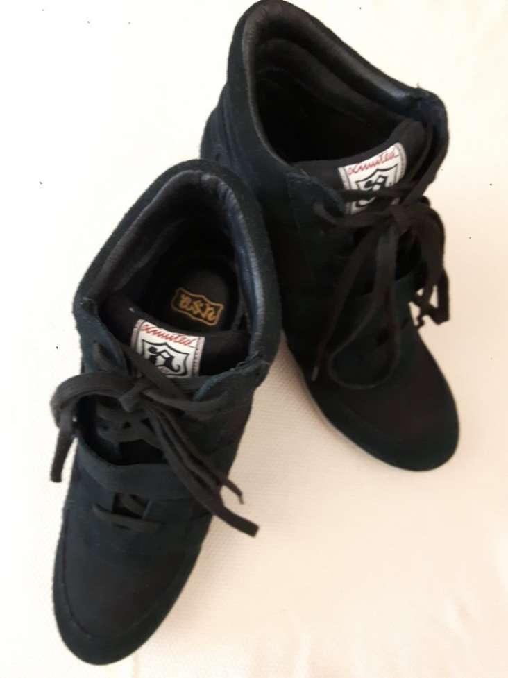 Ботинки новые женские черные