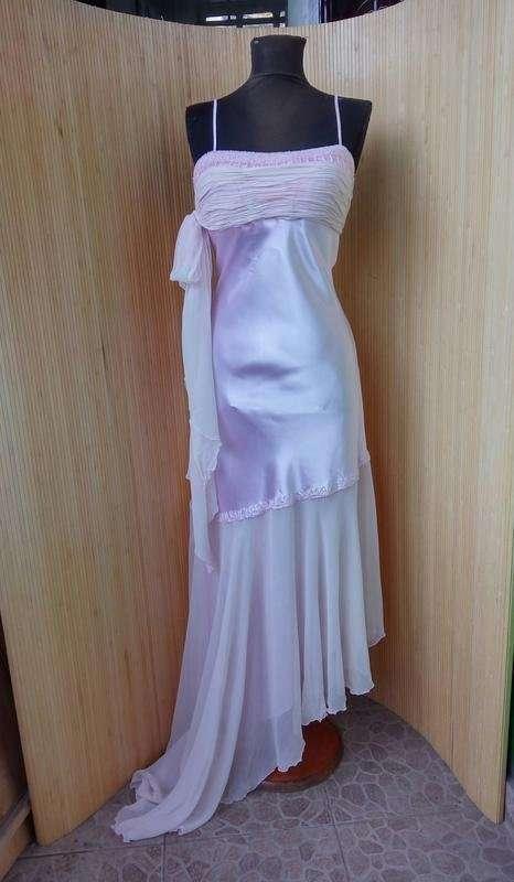 Длинное розовое атласное вечернее платье расшитое бисером s/m