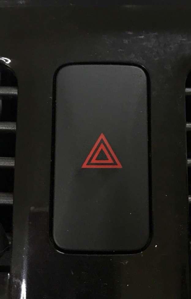 Кнопка аварийки Nissan Leaf 11-17